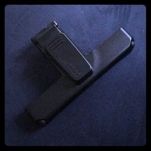 Black life proof phone clip